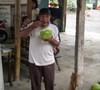 Minum_kelapa